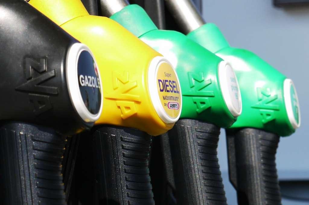L'usage de sans plomb 95 ou 98 n'a pas d'impacts à court terme sur le moteur de votre véhicule. © ResoneTIC by Pixabay