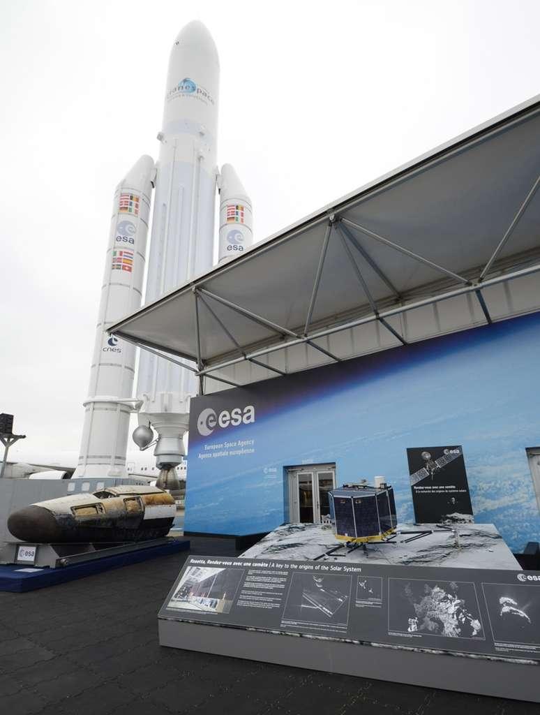 Au salon du Bourget, l'entrée du pavillon de l'Agence spatiale européenne mérite le détour avec l'IXV et la maquette de Philae. © Rémy Decourt