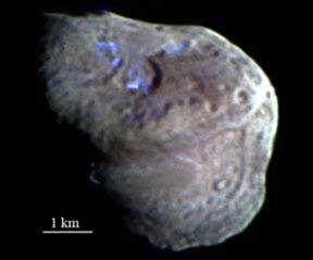 Trois poches de glace ont été détectées à la surface de la comète Tempel 1 Cette image, prise par la caméra embarquée de Deep Impact, constitue la première preuve de la présence de glace d'eau sur une comète (Crédits : NASA)