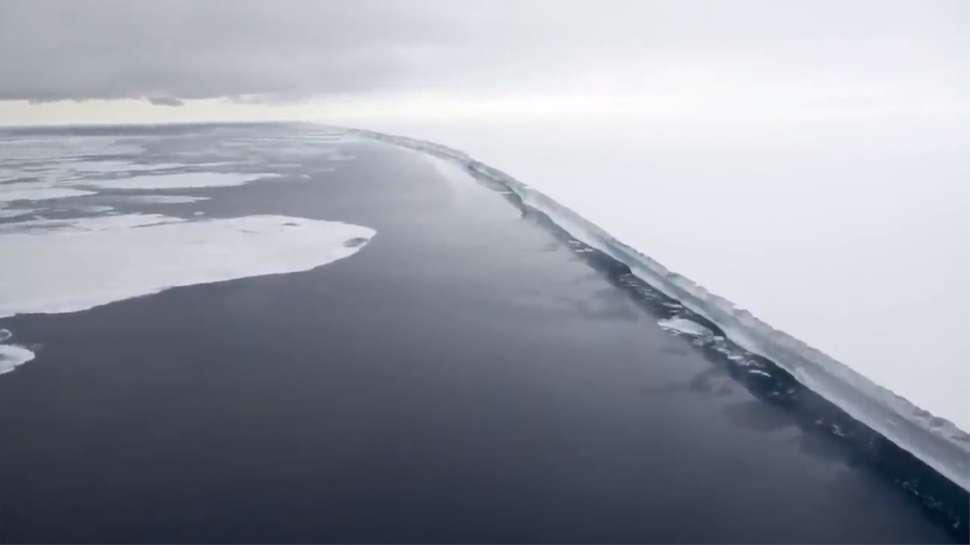 L'expédition vise à longer le mur de glace pour « prouver » que la Terre est plate. © Capture écran YouTube de la chaîne de Jay Decasby
