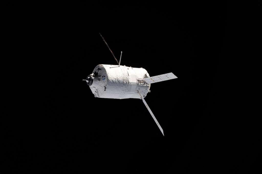 L'ATV Johannes Kepler à proximité de l'ISS. © Nasa