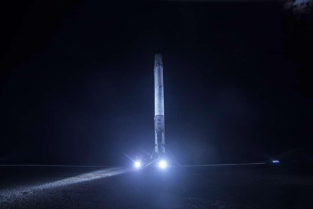 Cinquième récupération réussie d'un étage principal du lanceur Falcon 9. La prochaine étape sera la réutilisation de l'un d'entre eux lors d'un lancement. Elle devrait avoir lieu cet automne. © SpaceX