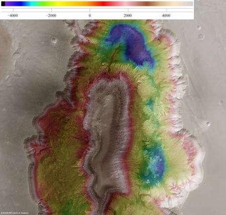 Cette image orthoscopique (où les déformations dues à la perspective ont été corrigées) montre les différences d'altitude du terrain. Crédits : ESA/DLR/FU Berlin (G. Neukum)
