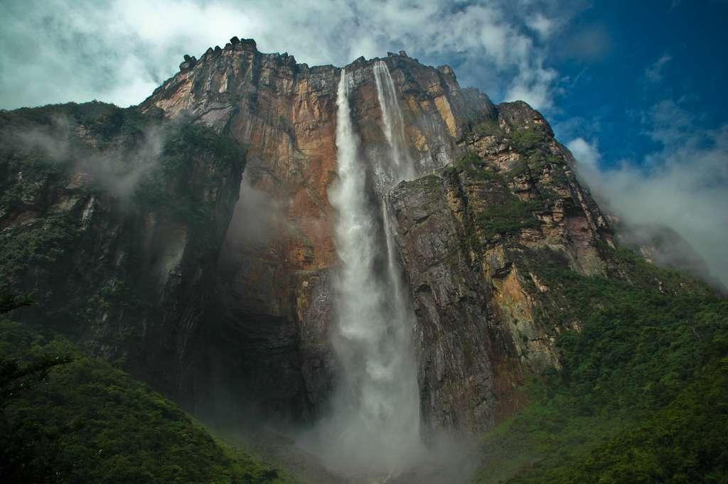 La chute de Salto Ángel au Venezuela mesure près de 980 mètres de haut. © ENT108, Flickr