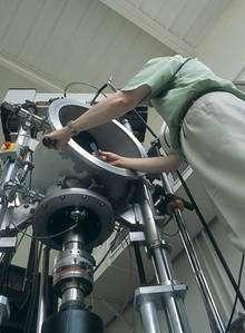 Caractérisation thermomécanique de matériaux composites. UMR5801 - Laboratoire des composites termostructuraux (LCTS) - Pessac. Machine d'essais de fluage à 2000∞C sous gaz neutre. © MEDARD Laurence - CNRS Photothèque