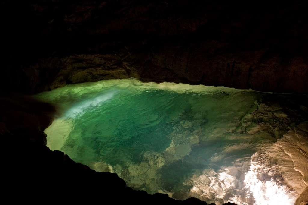 Les eaux souterraines sont toutes les eaux se trouvant sous la surface du sol, dans la zone de saturation et en contact direct avec le sol ou le sous-sol. Des chercheurs ont mis au point une nouvelle méthode pour les étudier. © Daniel Reversat, Flickr, cc by nc sa 2.0