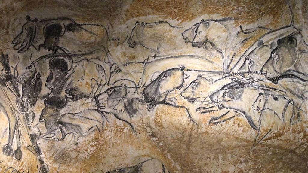 Lionnes et rhinocéros dans la grotte Chauvet