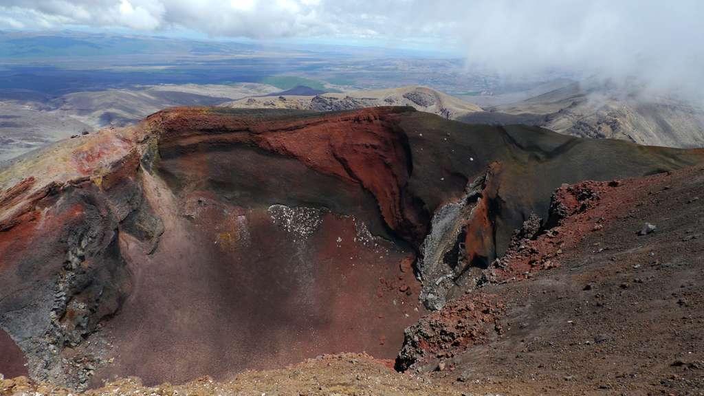 Red Crater du mont Tongariro, au sein du Tongariro National Park. © Bruno Cédat