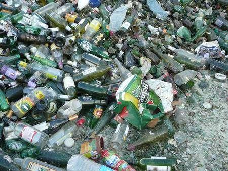 """Une collecte de verre """"propre"""": un mélange de verre, de bouteilles plastiques et d'emballages en carton. © G. Macqueron / Futura-Sciences"""