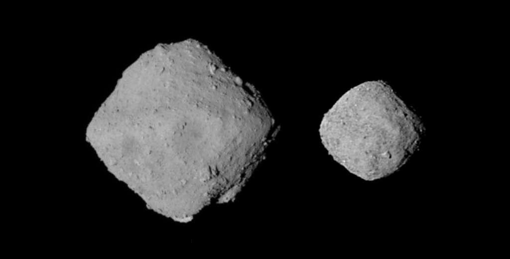 Comparaison de Ryugu (à gauche) avec Bennu (à droite), plus petit. © Emily Lakdawalla, Jaxa, Nasa
