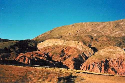 C'est le milieu à la fois hostile et superbe des hautes Andes sèches dont les cordillères dominent l'Altiplano à plus de 4500 mètres d'altitude. © Cliché : Alain Gioda /IRD - Reproduction et utilisation interdites
