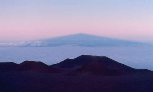 Ombre du Mauna Kea . © Photo Michel Marcelin - Reproduction et utilisation interdites.