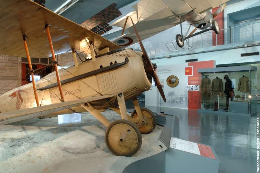 Une des plus grandes raretés du musée : le Spad VII (numéro S 254) qui fut celui de Georges Guynemer dans l'escadrille des Cigognes durant la première guerre mondiale et baptisé Le Vieux Charles. © Musée de l'air et de l'espace