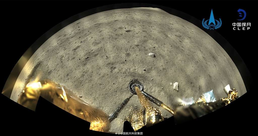 Un panorama spectaculaire pris à la surface de la Lune depuis le site d'atterrissage de Chang'e 5 dans l'Océan des Tempêtes. Image en haute résolution ici. © CNSA