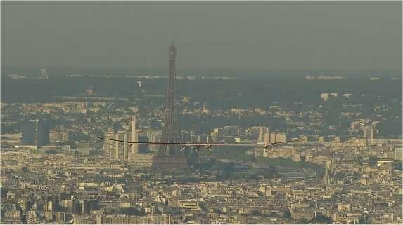 Adieu à la tour Eiffel. © Solar Impulse