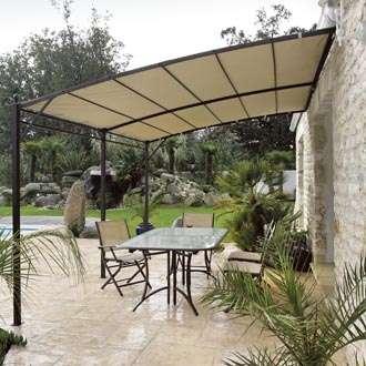 La tonnelle habille les terrasses et offre de l'ombre, une tendance forte à joindre le pratique et l'esthétique. © DR