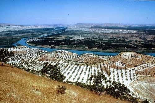 La vallée de l'Euphrate vue des hauteurs de Zeugma. © Catherine Abadie Reynal (Mission Zeugma) - Toute reproduction interdite