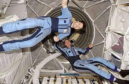 Une des premières images rendues publiques de l'intérieur de l'ATV depuis son amarrage à l'ISS. Crédit Nasa