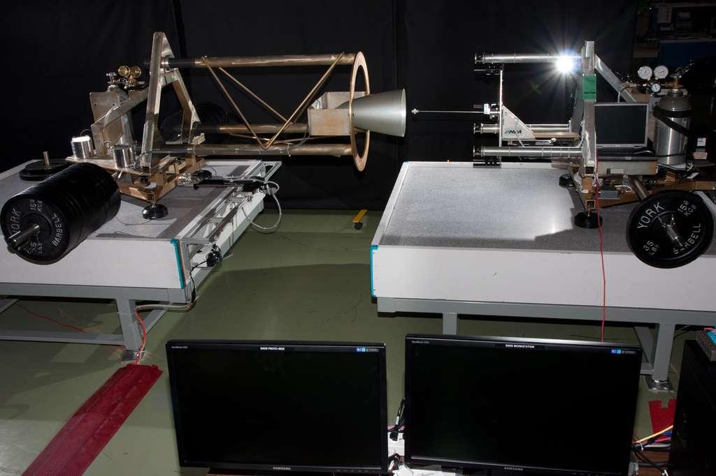 Système d'amarrage semi-automatique conçu pour tester l'amarrage de deux engins, du contact initial jusqu'aux étapes finales de verrouillage des deux engins spatiaux l'un à l'autre. Il est conçu pour évaluer les interactions et le fonctionnement des capteurs à l'amarrage. © Agence spatiale canadienne