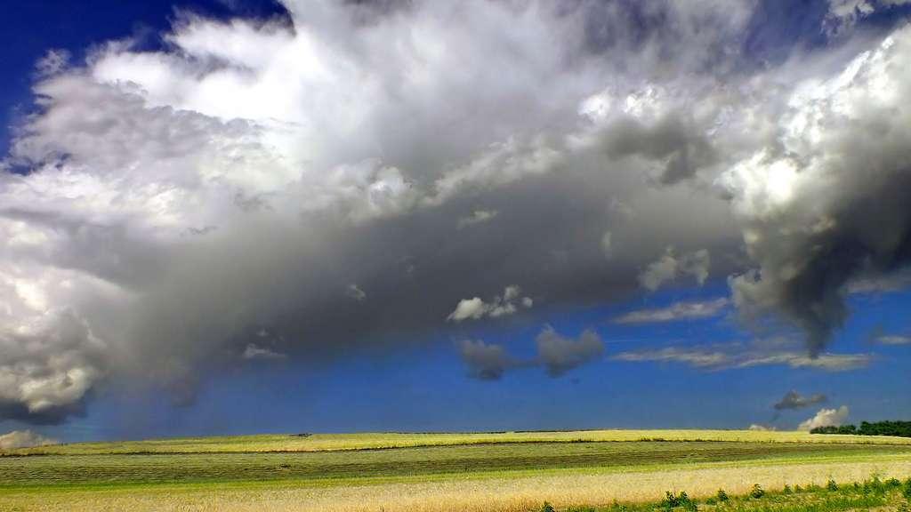 Le cumulus fractus, sous la base d'autres nuages