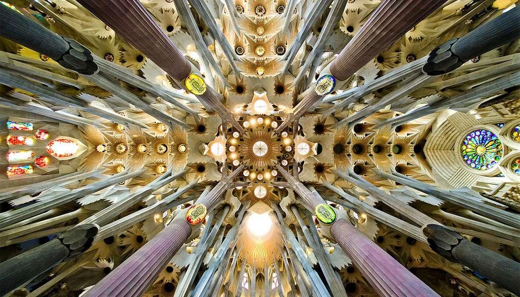 La croisée du transept de la Sagrada Familia, véritable œuvre d'art. © SBA73, Wikimedia Commons, CC by-sa 2.0