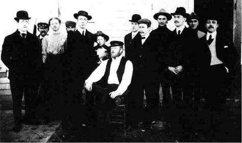 L'équipe de la première émission publique en 1906 (source inconnue)