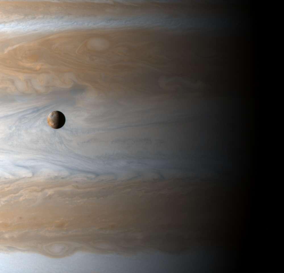 Io et Jupiter depuis Cassini