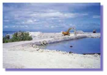 Extraction de matériaux coralliens (Photo M Porcher)