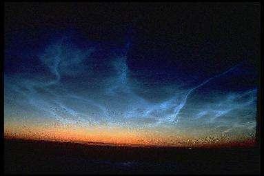 Les nuages nacrés ne sont pas visibles que sur Terre (ci-dessus) L'altitude de ceux de Mars battent même des records ! (Courtesy of Pekka Parviainen)