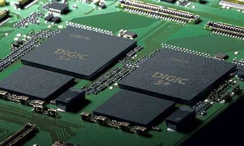 Carte électronique du Canon 1DX équipée de deux processeurs graphiques DIGIC 5+. © Canon