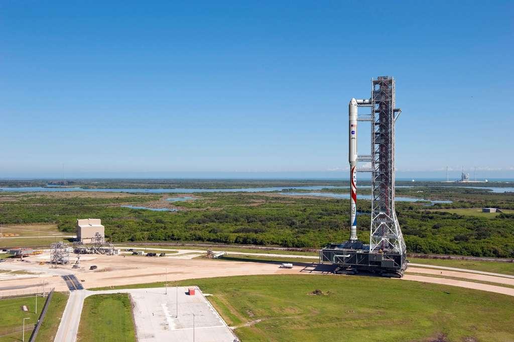 Le projet de lanceur Liberty formé d'un premier étage dérivé des boosters à poudre réutilisables de la navette spatiale américaine (ATK) surmonté de l'étage principal cryogénique (EPC) d'Ariane 5 avec son moteur Vulcain-2. © ATK