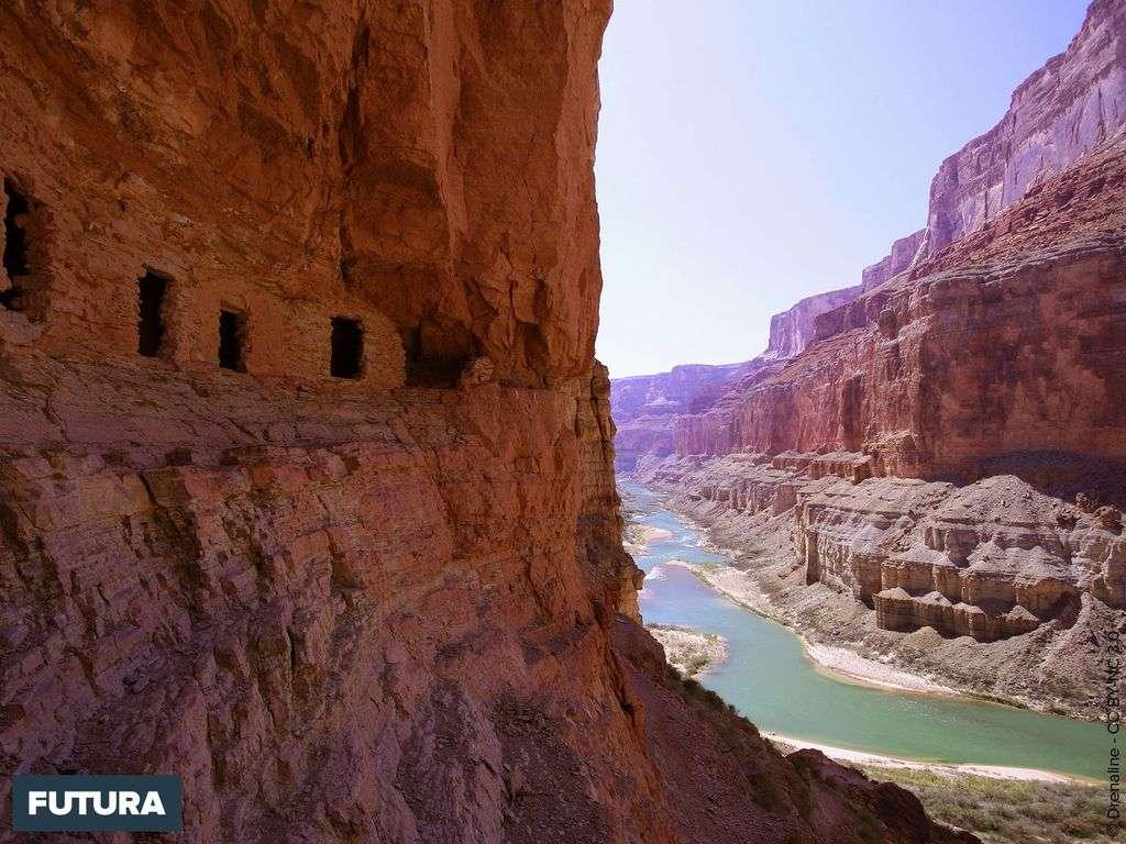 Pueblos ancestraux élevé au-dessus du fleuve Colorado