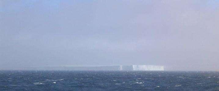 Contrairement à ce que l'on pensait, c'est lorsque l'iceberg fond qu'il fait le plus de bruit. © Robert Dziak, Oregon State University