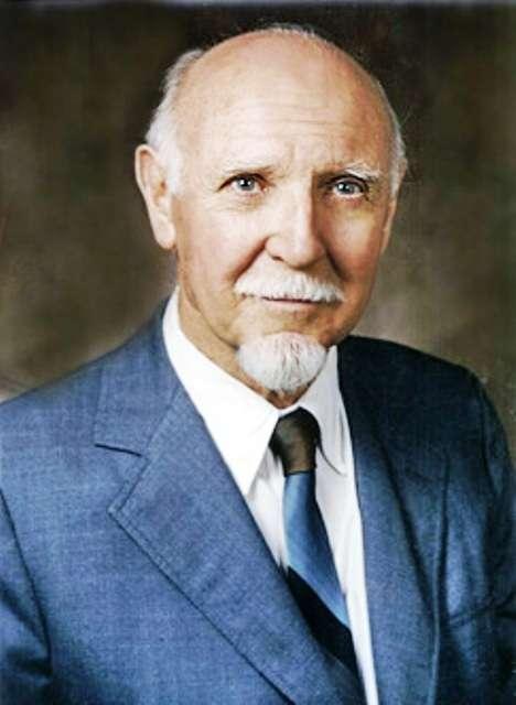 Raymond Bernard Cattell, né le 20 mars 1905 et décédé le 2 février 1998, est un psychologue britannique et américain. Il a théorisé l'existence de deux formes d'intelligence à la base des capacités cognitives humaines, l'intelligence fluide et l'intelligence cristallisée. © Wikipédia-famille Cattell
