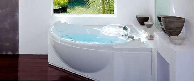 Taille et forme, motorisation, fonctionnalités... Autant de critères à prendre en compte avant de choisir sa baignoire balnéo. © Jacuzzi®