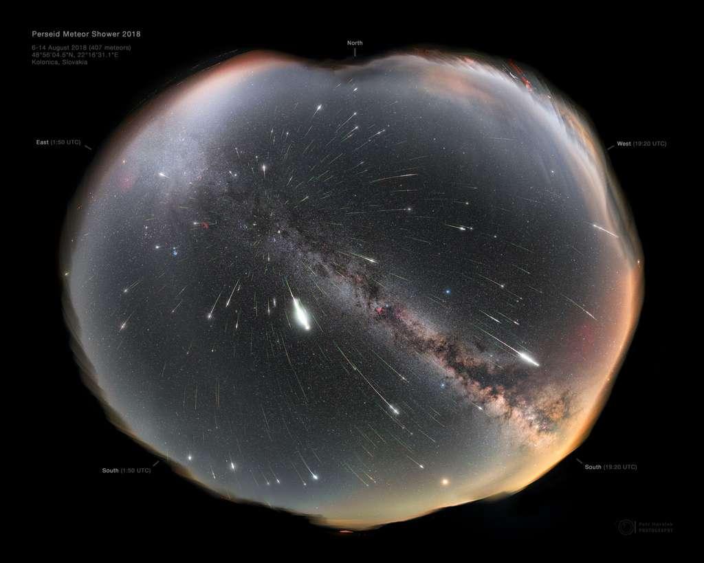 Superbe photo composite de la pluie d'étoiles filantes des Perséides. © Petr Horálek, Apod (Nasa)