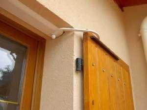 Avant de motoriser des volets battants, faites attention à bien préparer l'installation. © savoievolution.com