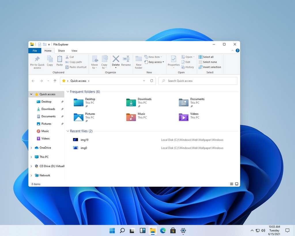 Le nouveau bureau de Windows 11 dispose avec les icônes de la barre des tâches centrées et des fenêtres dotées de coins légèrement arrondis. © Baidu