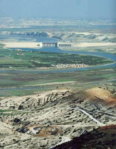 Le barrage de Birecik vu de l'amont, avant sa mise en eau. © Stéphane Compoint (Corbis Sigma) - Toute reproduction interdite