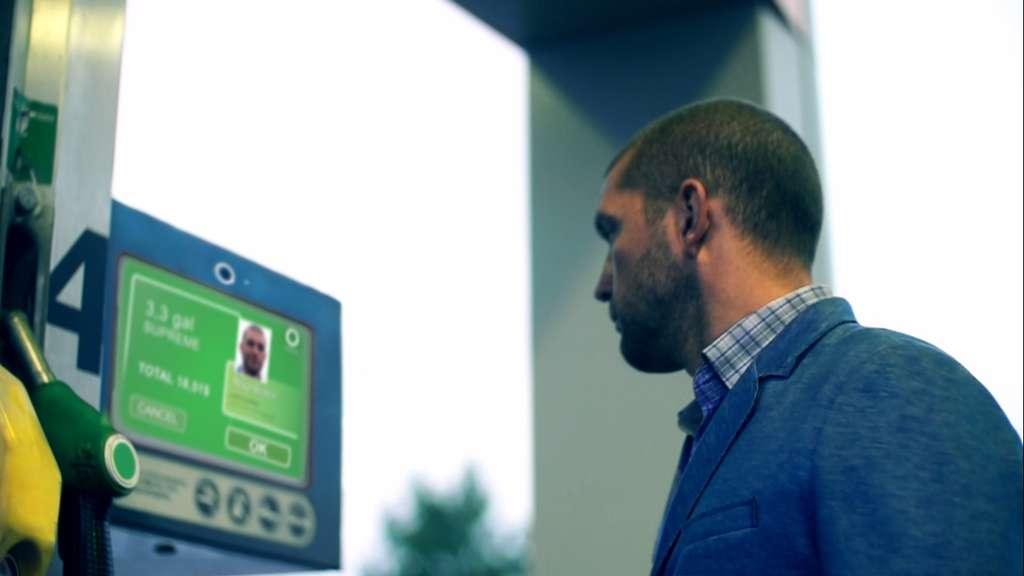 Uniqul permet aux consommateurs de payer leurs achats en utilisant un système de reconnaissance faciale. L'identification se fait à partir d'une base de données centralisée et déclenche le paiement en prélevant la carte bancaire. © Uniqul