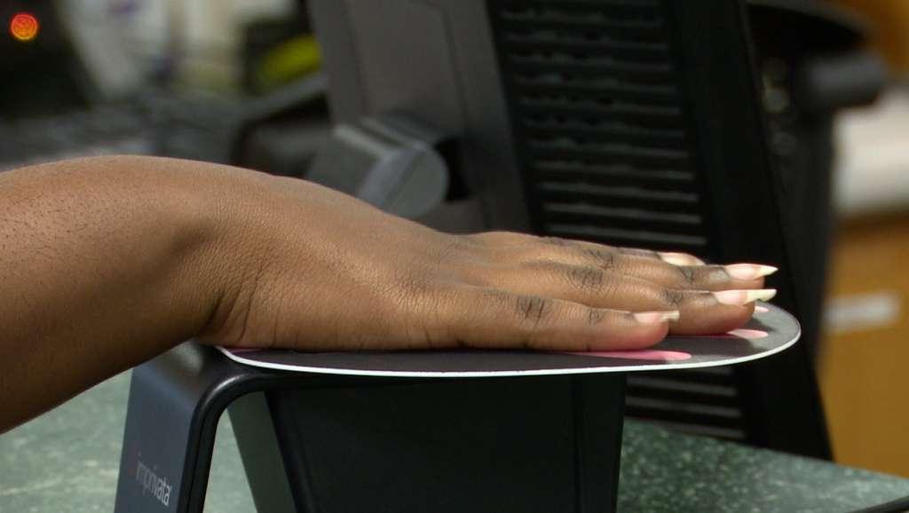 Aux Etats-Unis, des hôpitaux proposent de scanner la paume de sa main pour accéder à son dossier médical © WHNT.com