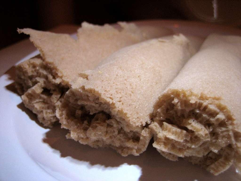 Le teff est utilisé pour confectionner les injeras, des galettes à la base de l'alimentation en Éthiopie. © roboppy, Flickr, cc by nc nd 2.0
