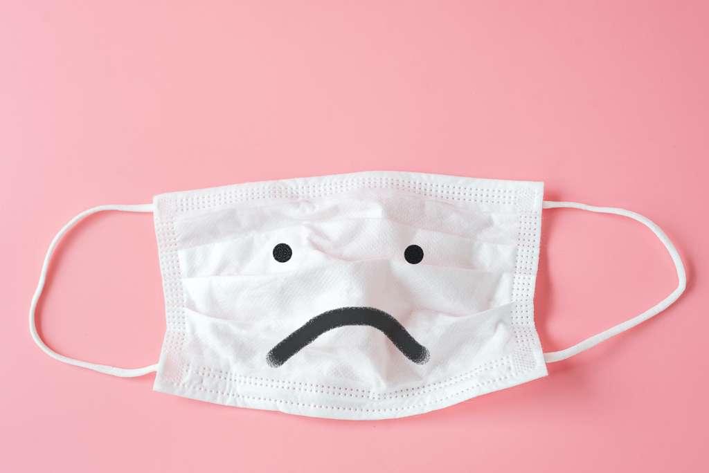 Au départ, c'est l'incertitude, même pour les scientifiques : on ne sait pas grand-chose sur l'efficacité du port du masque. © nuiiko, Adobe Stock