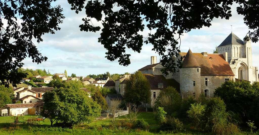 Village et abbaye de Nouaillé-Maupertuis. © Kokin, Wikimedia commons, DP