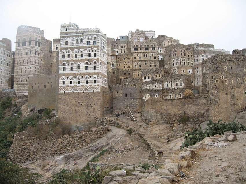 Al Hajjarah, un village du Yémen sur les montagnes du Djébel Haraz