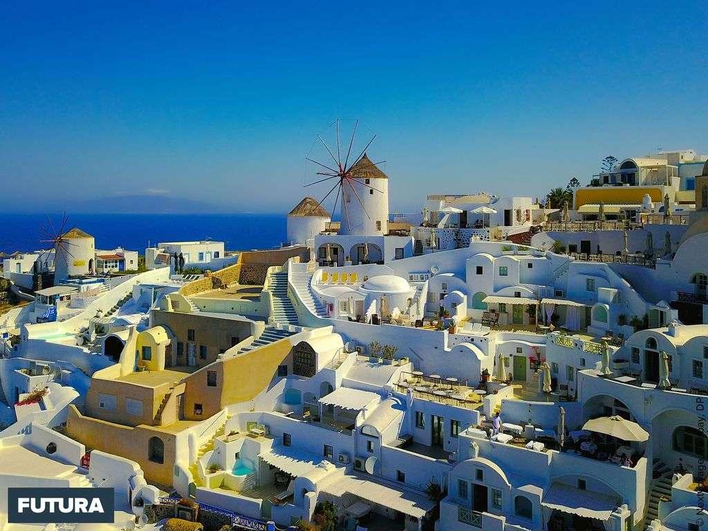 Santorin l'une des îles des Cyclades, détruite par une éruption volcanique au XVIe siècle av. J.-C.,