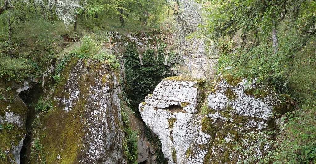Phosphatière du Cloup d'Aural. © Thérèse Gaigé, Wikimedia commons, CC by-sa 3.0