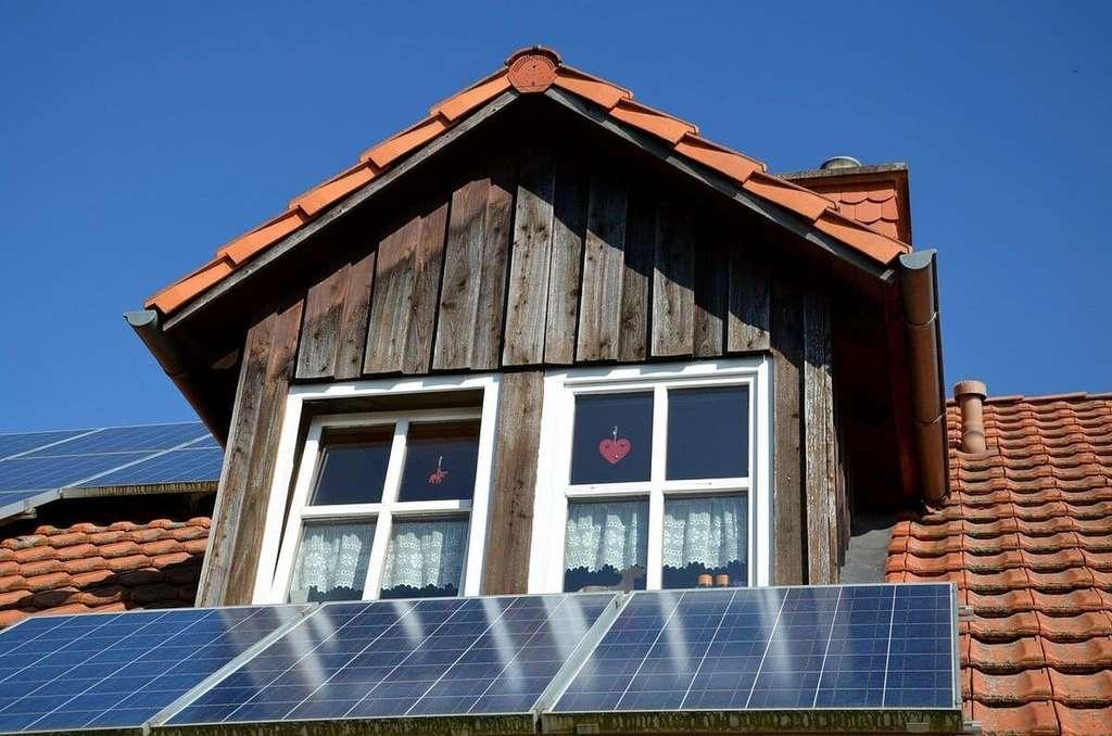 Les panneaux solaires captent la chaleur du Soleil qui sera transformée en électricité. © Pixabay