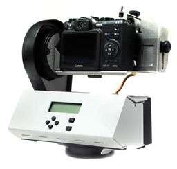 Le GigaPan, pied motorisé contrôlé par un ordinateur intégré, pilote les mouvements de l'appareil photo, qui, lui, est quelconque. © Charmed Labs