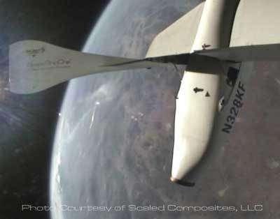 21 juin : SpaceShipOne vient d'atteindre les 100 km : la frontière de l'espace. © Scaled Composites
